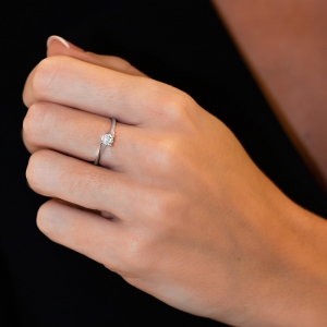 Anillo compromiso oro blanco 1ª ley y diamante 0,34 ct. - REF. N-7238S 1