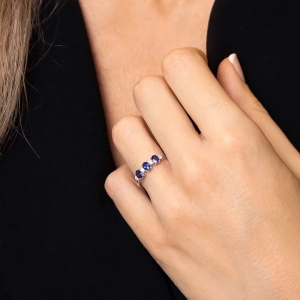 Anillo oro blanco 1ª ley, zafiros y diamantes. - REF. N-7341BZS 1